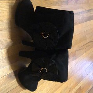 Shoes - Villador Women's Black Boots. Slightly Used. Suede
